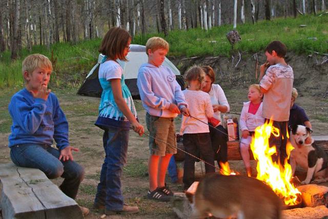 kids-at-campfire1