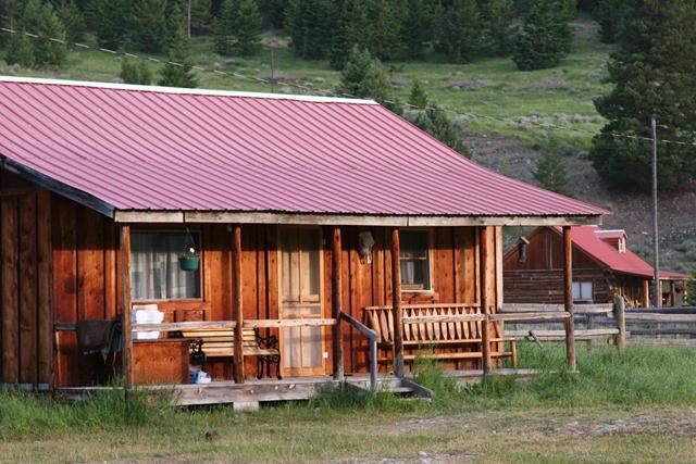 sweet_grass_ranch_lodging3